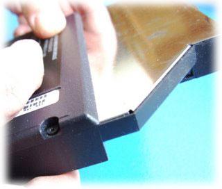 Výměna DVD-RW mechaniky v notebooku Asus